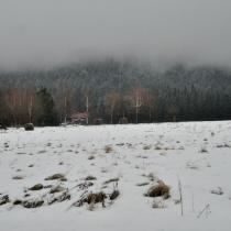 Góry Stołowe - výhled z Karlówu směrem na Szczeliniec Wielki