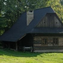 Valašská dědina - Dům s podsíňkem a sklepem z Velkých Karlovic – Jezerného č.p. 37