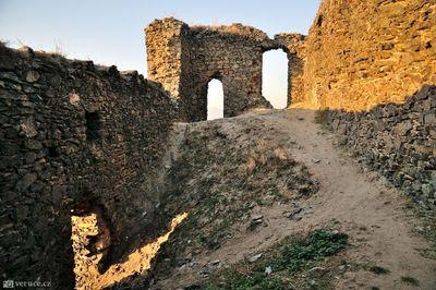 zřícenina hradu Košťálov